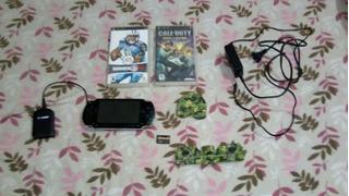 Consola Psp Con 2 Juegos Y Un Cargador Portátil