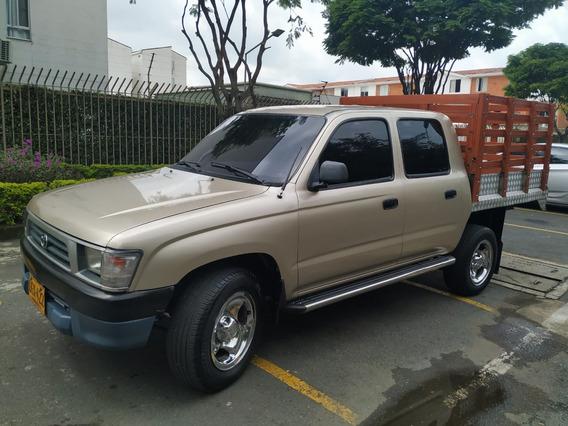 Toyota Hilux 4x2 Estacas