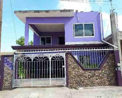 Amplia Casa En Venta En Excelentes Condiciones