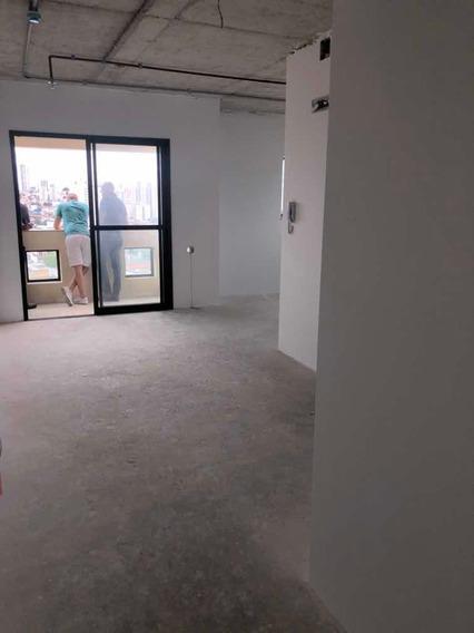 Sala Comercial Com Varanda E Vaga De Garagem, Localização Pr