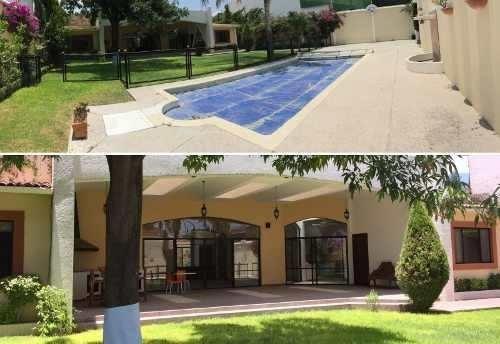 Hermosa Residencia En Jurica, 4 Recámaras, 6 Baños, Gran Jardín, Alberca
