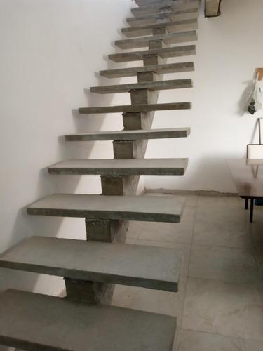 Imagem 1 de 5 de Escada Pré Moldada