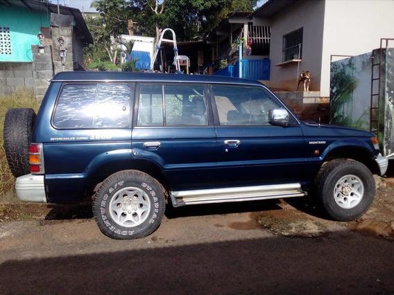 Mitsubishi Montero 98