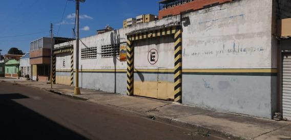 Se Vende Súper Amplio Galpón En Bella Vista Puerto La Cruz.