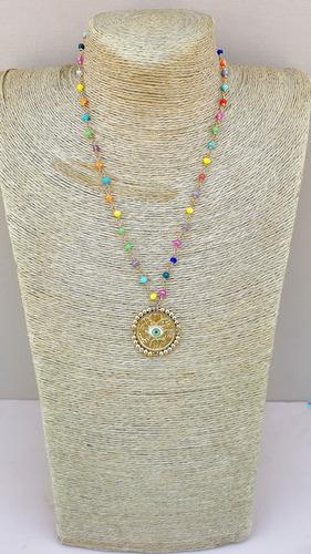 Imagen 1 de 1 de Collar Engarzado Con Medalla De La Suerte Bordada