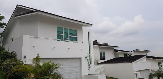 Casa En Venta En Altos De Panama 19-5947 Emb