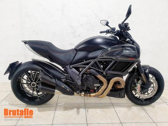Ducati Diavel Dark Preta