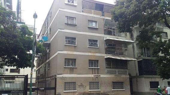 Apartamento En Venta Clnas. De Bello Monte Mls 21-8637
