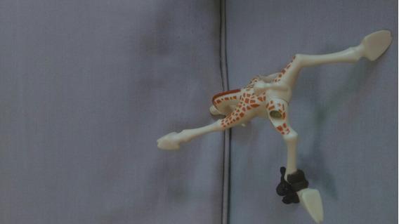 Brinquedo Melman Do Filme Madagascar 3 Os Procurados