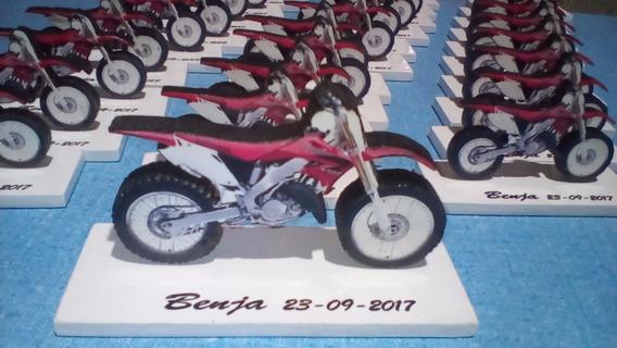 25 Motos De 10 Cm P/souvenir,18,40,50años + 1 Moto De 15 Cm