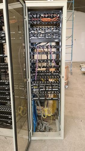 Imagen 1 de 6 de Rack 40 Unidades Usado Impecable Con Varios Accesorios