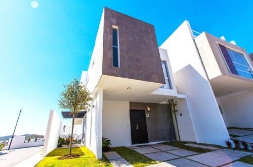 Hermosa Casa De Dos Niveles En Venta Ubicada En Residencial El Manantial !!