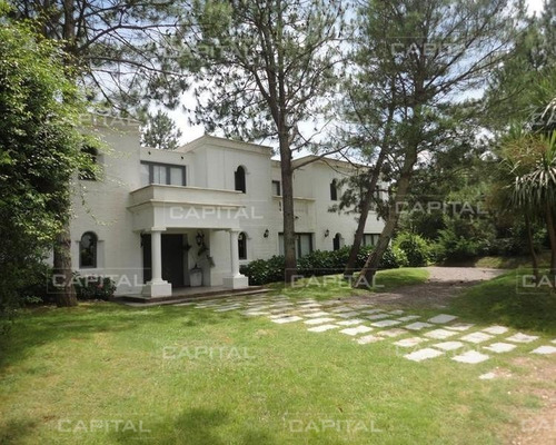 Casa De Cinco Dormitorios En Suite - Punta Del Este- Ref: 25035