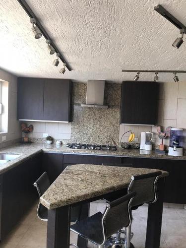 Casa En Venta En Jurica, Cocina Remodelada.