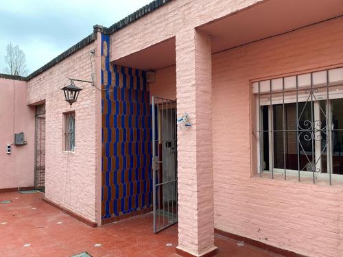Excelente Casa Con Amplio Patio Barbacoa Y Garaje