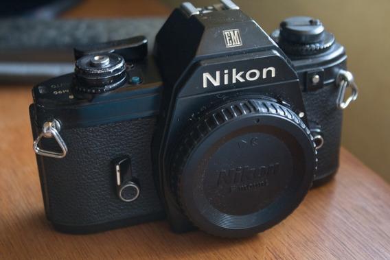 Câmera Analógica Nikon Em (1979)
