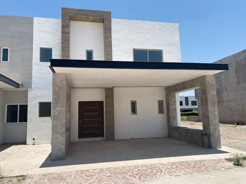 Imagen 1 de 6 de Casa En Venta En Cerrada Ciruelos, Altozano Gómez Palacio, Durango