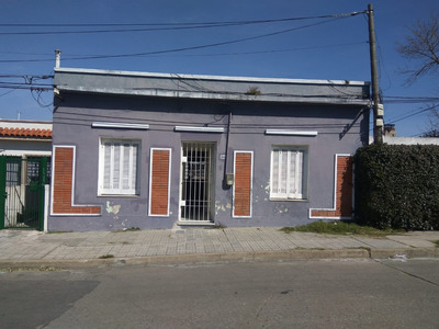 Venta De Casa En Montevideo, Barrio Peréz Castellanos