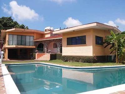 Zona Dorada, Cuernavaca Morelos, Seguiridad, Amplio Terreno Y Excelente Precio