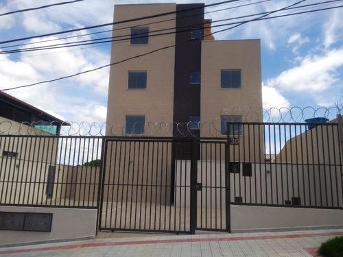 Área Privativa Bairro Céu Azul. Próximo A Avenida Comercial. 2 Quartos E Churrasqueira - 2440