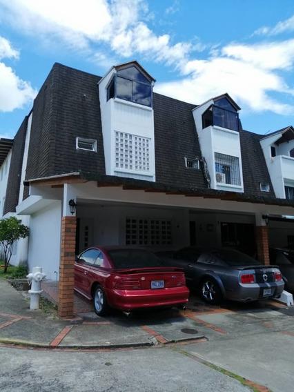 Se Vende Casa En La Urbanizacion Villas De Pirineos