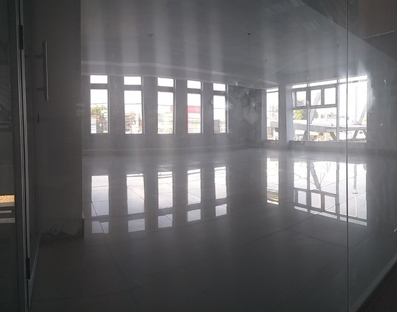 Alquilo Local Comercial En Sector Exclusivo