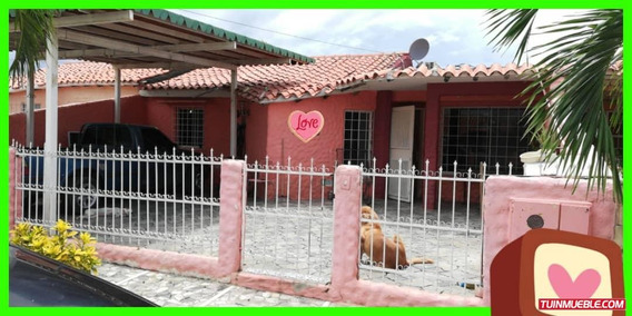 Casa Amoblada Urb. Campo Claro Av. Principal De Tres Picos
