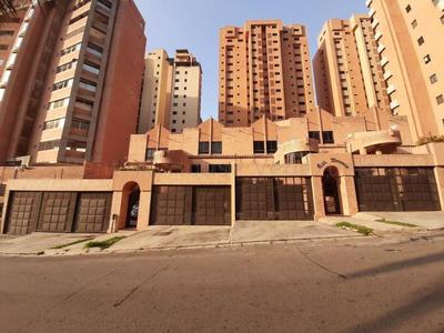 Townhouse En Venta En La Trigaleña Valencia 20-9235 Gav