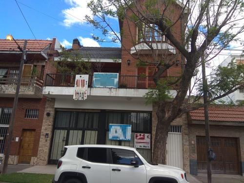 Excelente Casa De Lujo Con Amplio Local. Quilmes