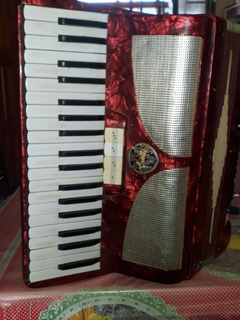 Acordeon Fratti 80 Bajos A Piano/ Con Estuche