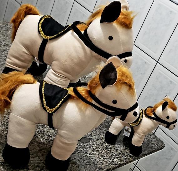 Trio De Cavalo De Pelúcia Com Cela