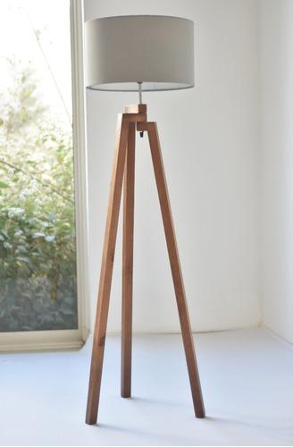 Imagen 1 de 3 de Lampara De Piso Tripie De Madera Nordica Diseño Minimalista