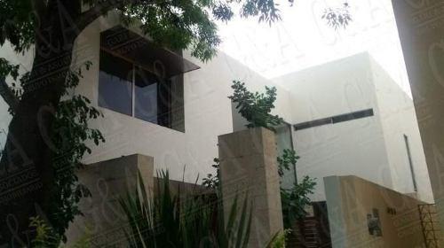 Hermosa Y Amplia Residencia