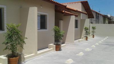 Casa Em Condomínio Com 02 Dormitórios Na Praia De Itanhaém.