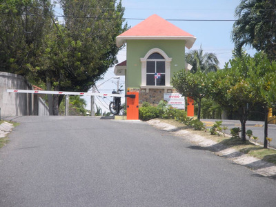 Casa De Dos Niveles ,de Oportunidad, Residencial Alameda