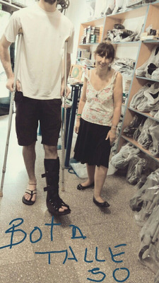 Alquiler Bota Walker Muletas Sillas De Ruedas -ortopedico