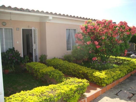 Casa En Venta La Piedad Norte 19-18565 Rb
