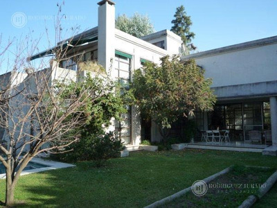 Casa De Categoría / Venta Con Renta Villa Bertha Benavidez Tigre
