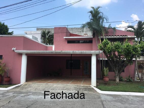 Se Renta Casa Amplia En Privada Guayacan