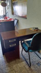 Vendo Está Escrivaninha Para Computador, Com Poltrona