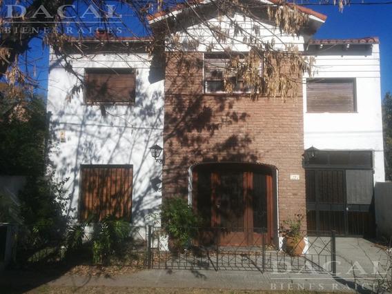 Casa En Venta Y Alquiler En City Bell Calle 14a E/ 474 Y 476 - Dacal Bienes Raices
