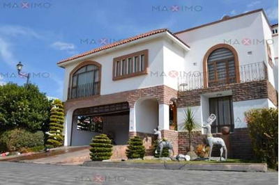 Casa En Venta De Tres Niveles La Providencia Metepec