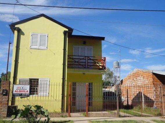 Alquiler De Casa 3 Ambientes En 2 Plantas - Estacionamiento