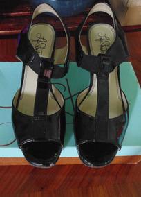Zapatillas De Charol, Color Negro, Talla 24.5 . Estilo Arden