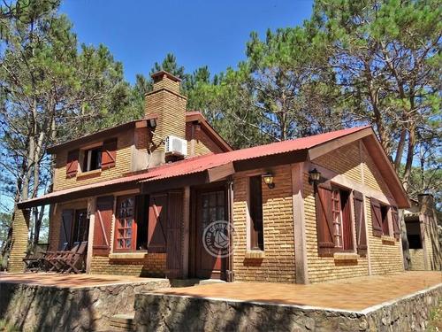 Casa Con Parrillero En Terreno De 1.500 Mts Arbolado