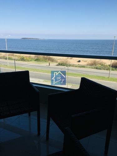 Apartamento En Venta, Edificio De Categoría, Playa Mansa, Punta Del Este- Ref: 828