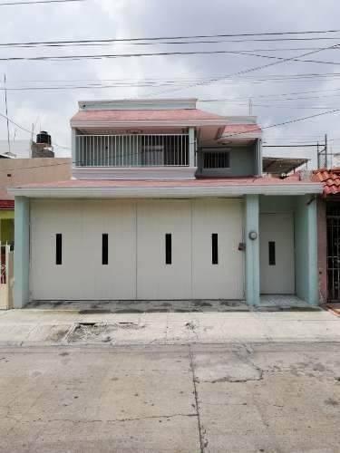 Atractiva Casa Re-modelada En Col. Jardines De La Paz
