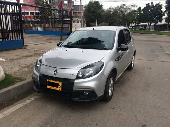 Renault Sandero 1.6cc 2015 Plata 5 Puertas