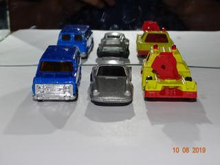 Pacote 4 - Com 2 Miniaturas Sem Marca E 1 Kiko Corgi B988