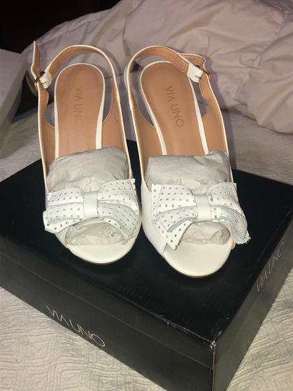 Sandalias De Cuero Blancas Taco Chino Sin Uso, Marca Via Uno